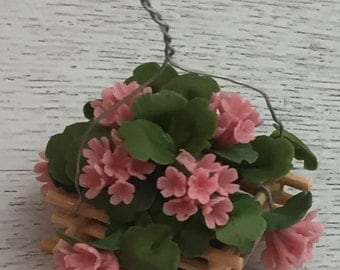 Miniature Pink Geranium in Wood Hanging Basket, Dollhouse Flowers, Dollhouse Miniature, 1:12 Scale, Mini Flowers, Pink Flowers, Geraniums