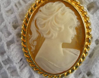 Vintage Carolee Brooch, Cameo Brooch,  Edwardian Lady's Portrait Pin, Resin Brooch, Costume Jewelry, Gold Brooch