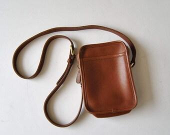 Vintage Coach Kit British Tan Crossbody Bag in Brown Leather