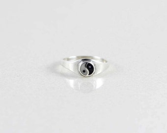 Sterling Silver Yin Yang Ring size 6 3/4