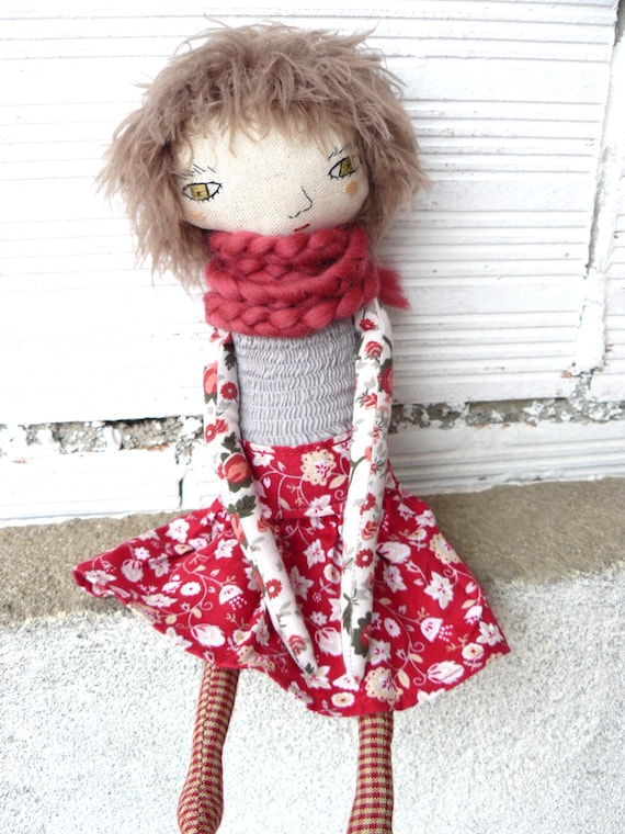 Doll in cotton and linen. 32 cm. Alpaca wool scarf