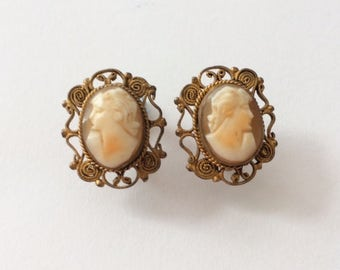 Vintage 1900's Victorian Intaglio Cameo Shell Screw Back Earrings