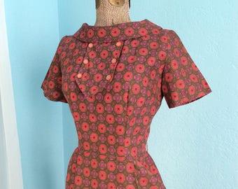 Medium 28 1/2 Waist 1950 1960 Stars and Flowers Novelty Print Wiggle Dress