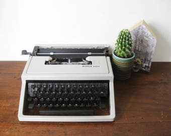 Working Typewriter Grey Olivetti Lettera 31 (Dora) | Vintage Portable Functioning Typewriter 1969 with Case