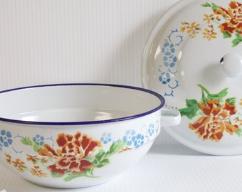 Vintage enamel bowl, rustic kitchen decor, blue rim and floral design antique farmhouse enamelware bowl with lid by Lucky Elephant