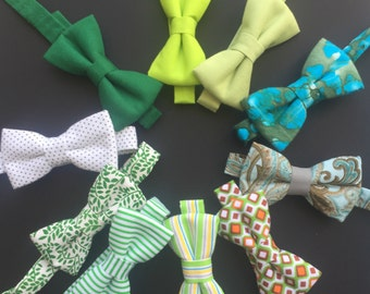 SALE Green bow tie.  Green baby bowtie. Green and white bow tie