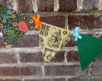 Alice in Wonderland Paper Pennant Banner / Book Page Decor / Birthday / Party / Buntng / Garland