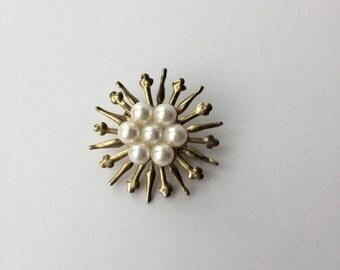 Vintage starburst pearl brooch