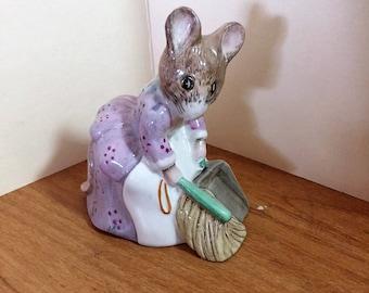 Beswick Royal Albert HUNCA MUNCA SWEEPING Beatrix Potter Porcelain Figurine With Box