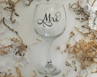Mrs Wine Glass, Great Gift for the Bride to be, Valentines Day Gift, Custom Wine Glasses