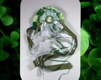 Green hair bow with vintage cameo centerpiece, great for halloween!
