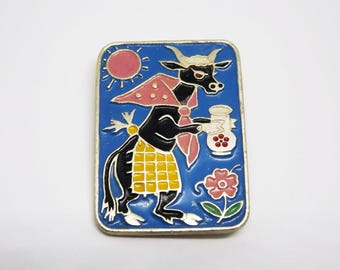 Cow with milk jug pin badge - Cute metal enamel pin - Cow enamel pin - USSR enamel pin - Soviet cartoon pin badge - Vintage animal pin