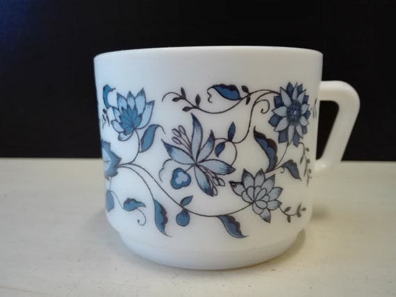 Arcopal blue flowers, coffee cups