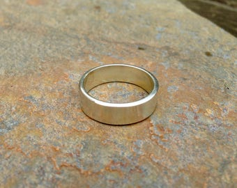 Hand forged Electrum / Green gold ring - Wedding or engagement - 9ct Gold - Unisex Men's and women sizes - 5.5mm wide x 1.5mm thick band.
