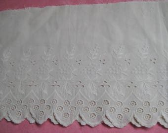 "Vintage Cotton Eyelet Lace 1 1/2 yds wide 8"" Scalloped Edge 5"" Unusual Lace Good Condition."