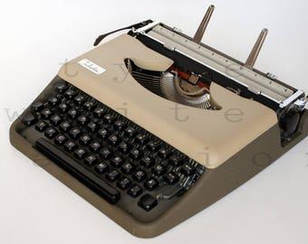 Portable typewriter Julietta - working typewriter