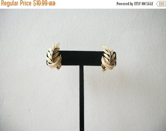 ON SALE Vintage 1950s TRIFARI Two Gold Tone Clip On Earrings 20217
