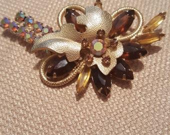 Vintage Rhinestones Shades of Brown goldtone pin brooch