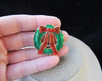 Vintage Christmas Red & Green Enameled Wreathe Pin