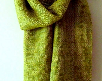 Scarf hand-woven in silk and alpaca wool. ± 216 cm x 37 cm.