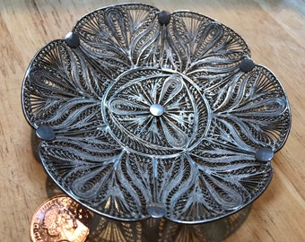 Sterling silver bowl ~65g from 80s. Very good condition. Filigree