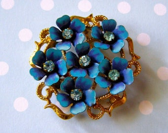 AVON / pin enameled blue with pale blue stones / Vintage Brooch 80's / Vintage jewelry / forget-me-not flowers / Bohemian Chic Style