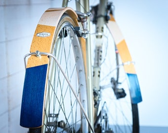 Bicycle wood mudguard , varnished finish and geometric design, navy blue colour. Aluminum rod and steeel screws.