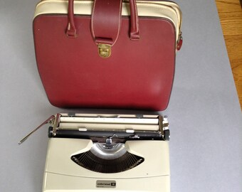 Vintage Underwood 18 Manual Typewriter, Travel Typewriter, Vintage, Mid Century Modern, Made in Italy