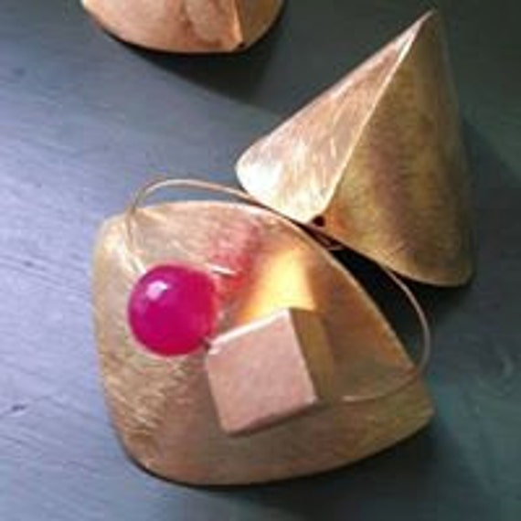 Square gold-plated silver bracelet (with fuchsia chalcedony)