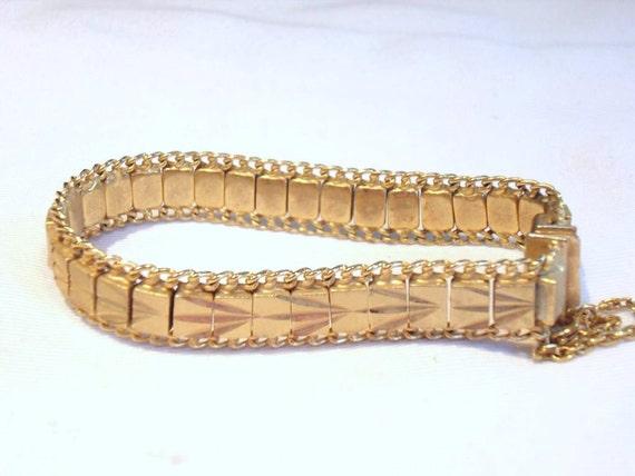 Beautiful vintage diamond cut goldtone articulated bracelet
