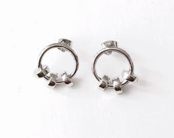 Circle with 3 beads earrings
