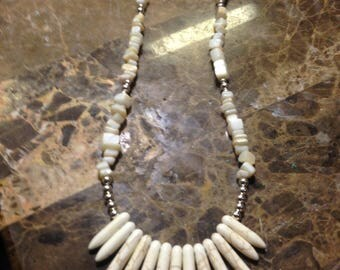 White fan silver and stone neclace