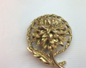 Vintage thistle gold tone brooch