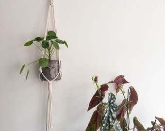 "Macrame Plant Pendant ""NR. 25"" | Handmade Pothanger/Modern macramé"