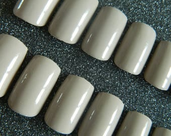 Short / medium Square False Nails.