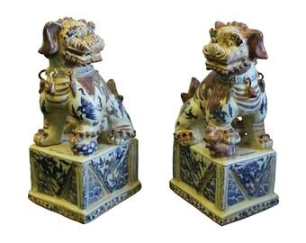 Pair Chinese Red White Blue Porcelain Foo Dog Figures cs2284E