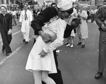 Sailor kissing Nurse in Times Square Iconic Black & White Photo Canvas Box A4, A3, A2, A1