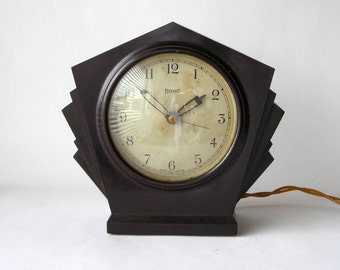 A superb, beautiful, Ferranti Bakelite art deco mantel clock, 1930's, all original