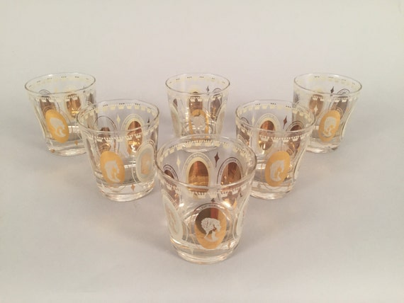Vintage set of 4 glasses woth gold detail