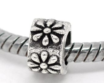20 Tibetan Style Ring of Flowers, Antique Silver (1543)