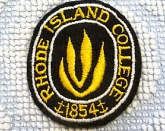 Rhode Island College .. Old Providence RI Collectible Souvenir Patch --  Gift Idea !