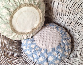 Round pillows in the shabby look