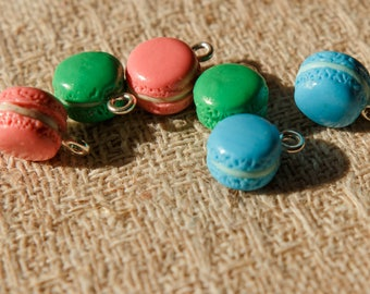 Set of 6 beads with hooks for attaching different colors: 2 pink, 2 green and 2 blue macaron