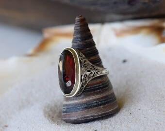 Antique Filigree 14 Karat White Gold Red Gemstone Ring, US Size 6.0, Used Vintage