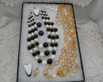 Vintage Jewelry Lot Necklaces Earrings #826