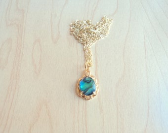 Beautiful abalone pendant. Gold plated necklace and abalone. Vintage jewelry in excellent condition. Like new.