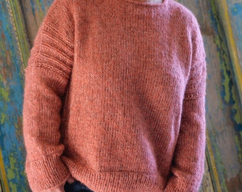Alpaca sweater with ribbed panels natural/salmon
