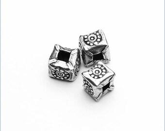 HB046 ~ Stamped Cube Bead ~ 2/pkg