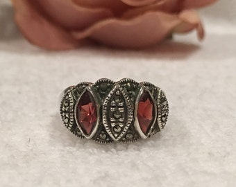 Exceptional Vintage STERLING Silver Statement Ring-Mounted with Marquise Cut GARNETS & MARCASITES-Uk Size R 1/4-Us Size 8 3/4 - 6.06 grams