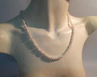 Necklace irregular and flat natural pearls with 18Kt gold clasp